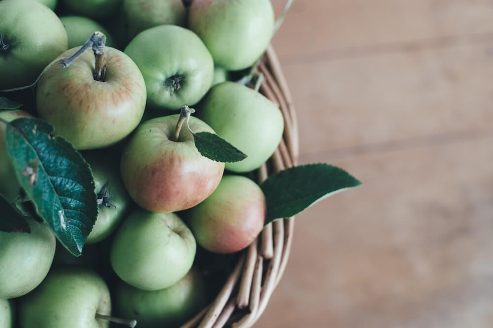 Omenat korissa