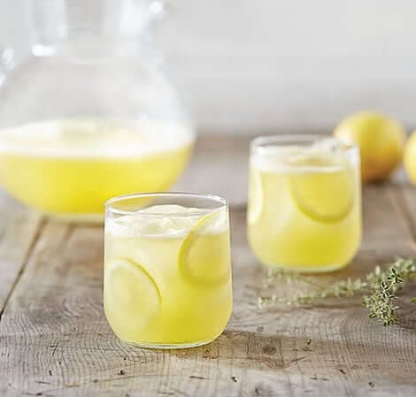 sitruunalimonadia lasissa