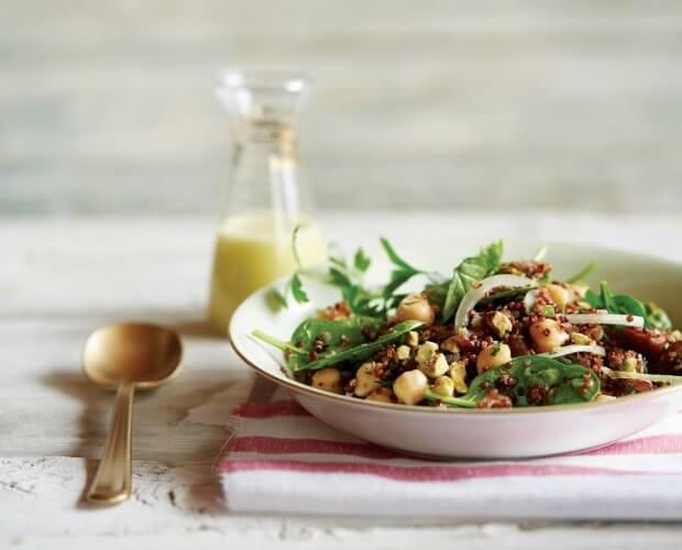pistaasi-kvinoa-taatelisalaatti