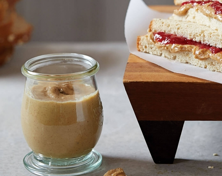 Pähkinävoita sekoitetuista pähkinöistä
