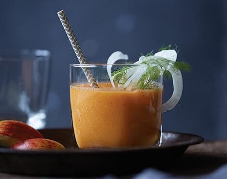 Omena-, porkkana-, inkivääri- & fenkolimehu