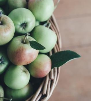 Makeita ja terveellisiä omenareseptejä syksyyn